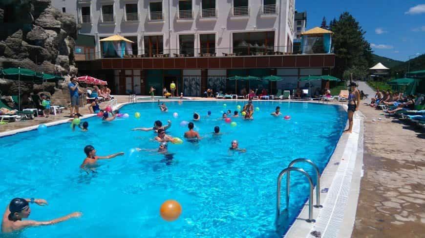 Çam Otel açık havuzu
