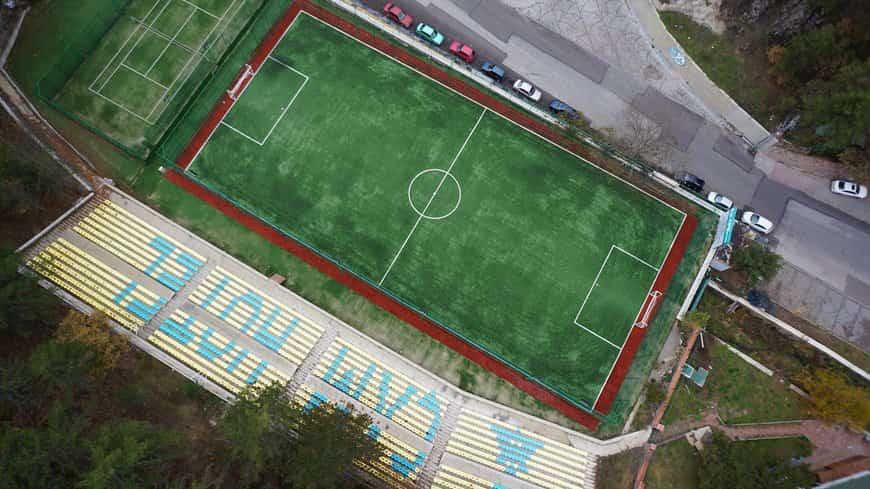 Çam Otel futbol sahası