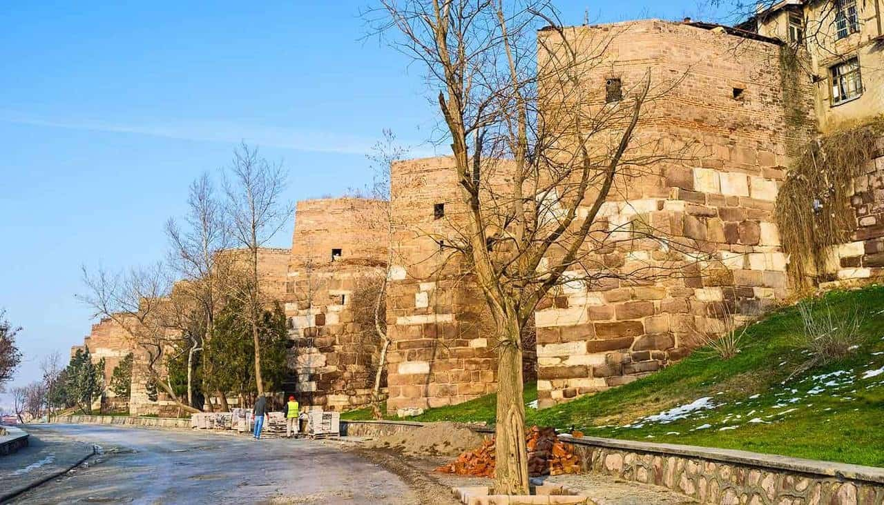 Ankara'da gidilebilecek yerler arasında bulunan Ankara kalesi