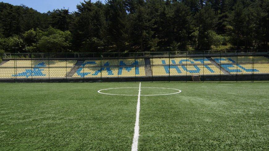 cam-hotel-futbol-sahasi-2