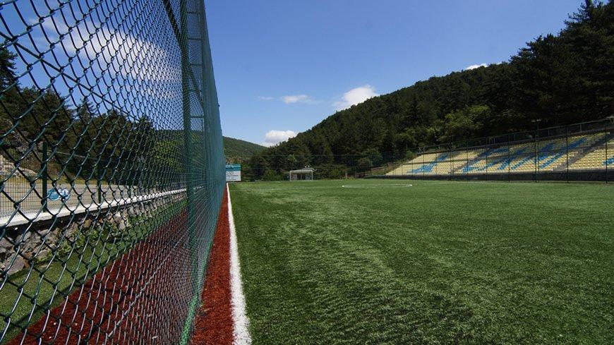 cam-hotel-futbol-sahasi-3