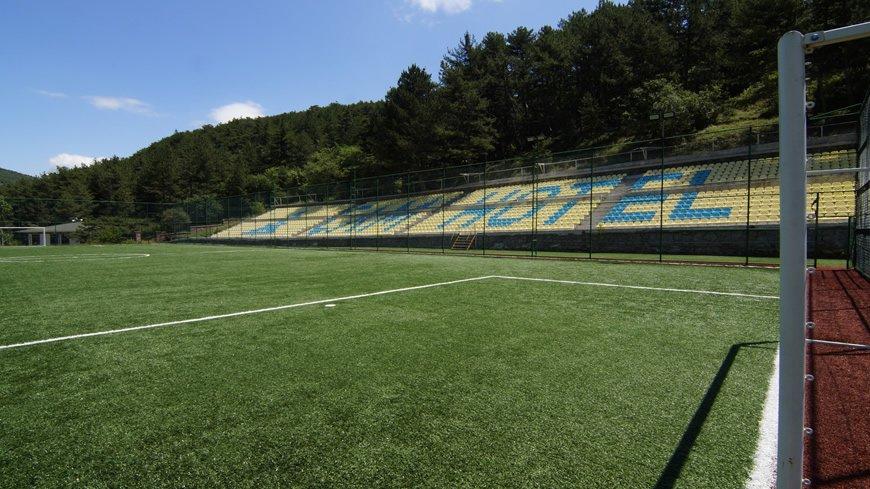 cam-hotel-futbol-sahasi-4