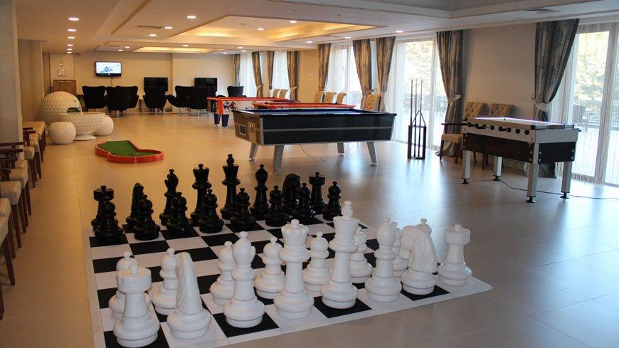 cam-hotel-oyun-salonu-2