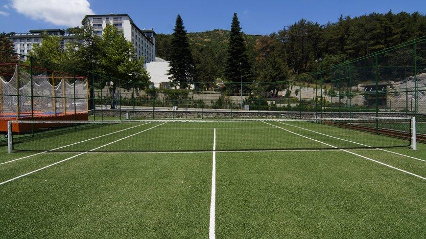 cam-hotel-tenis-kortu-2