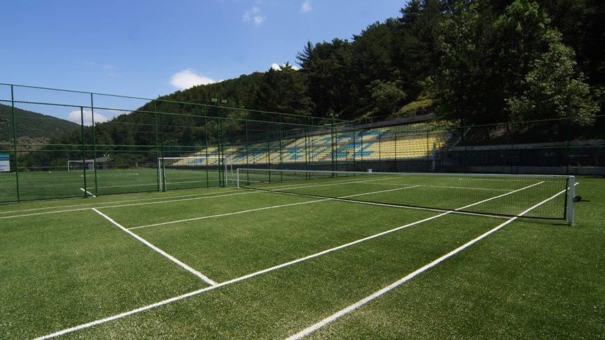 cam-hotel-tenis-kortu-cover