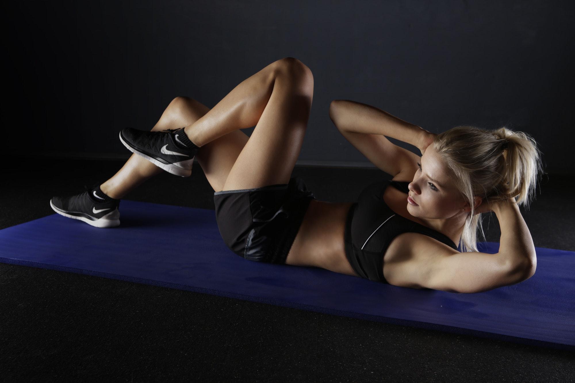 spor yapan kadın, pilates nasıl yapılır