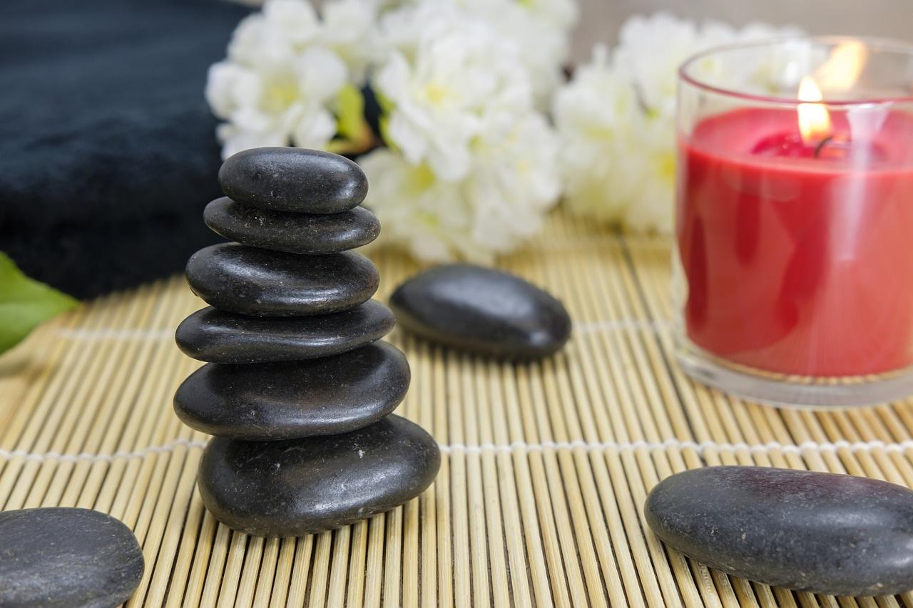 spa ve masaj için kullanılacak sıcak taşlar