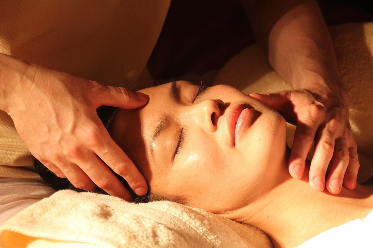 thai masajı yaptıran bayan