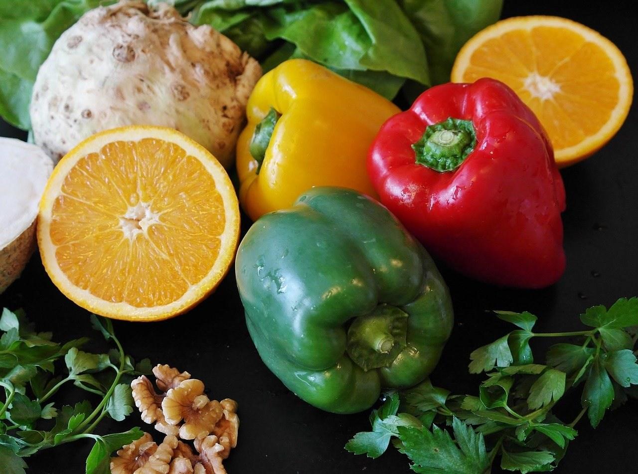 sağlıklı yiyecekler, limon ve biberler