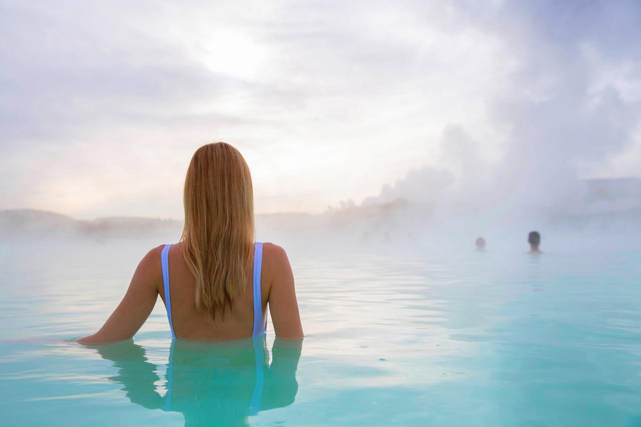 termal turizm, termal tatil yapan kadın