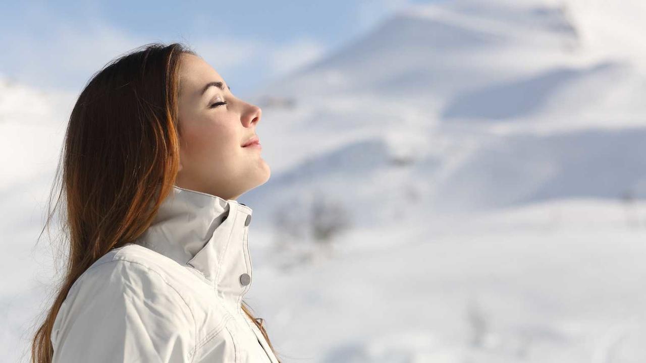temiz havada nefes alan kadın, hamamın faydaları