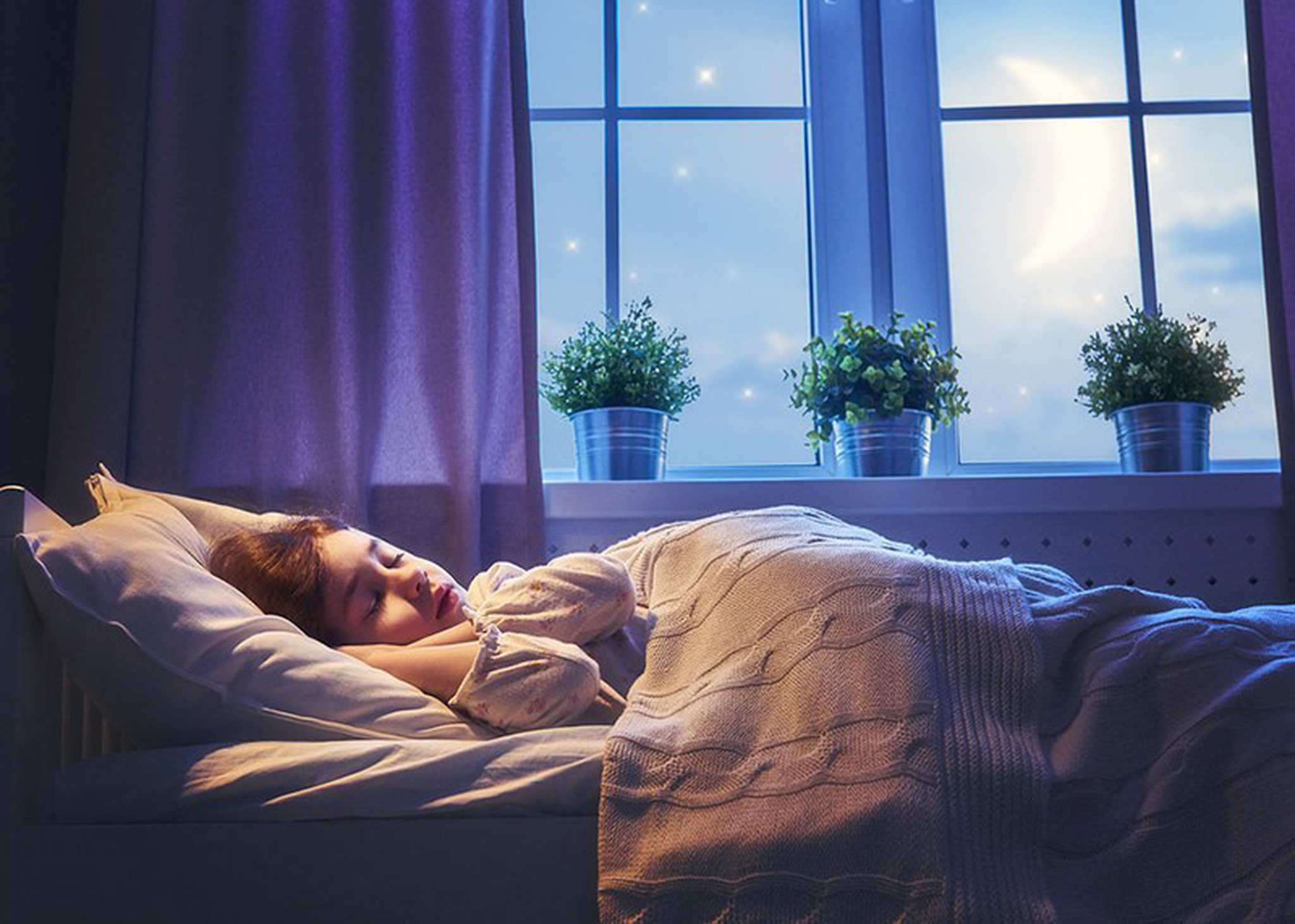 rahat uyku ortamında uyuyan çocuk, rahat uyku