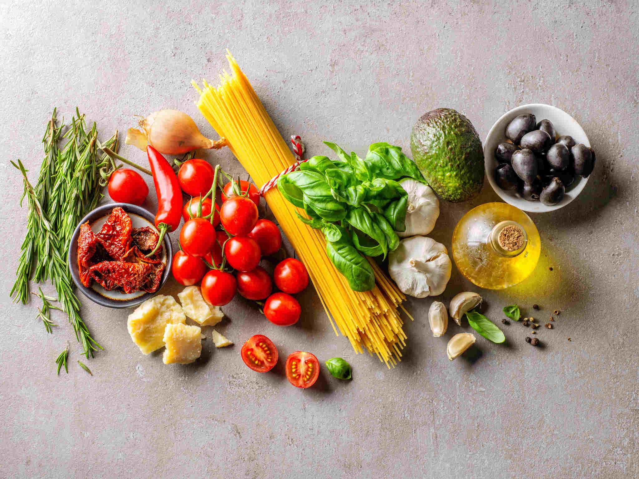 sağlıklı sebzeler ve makarna