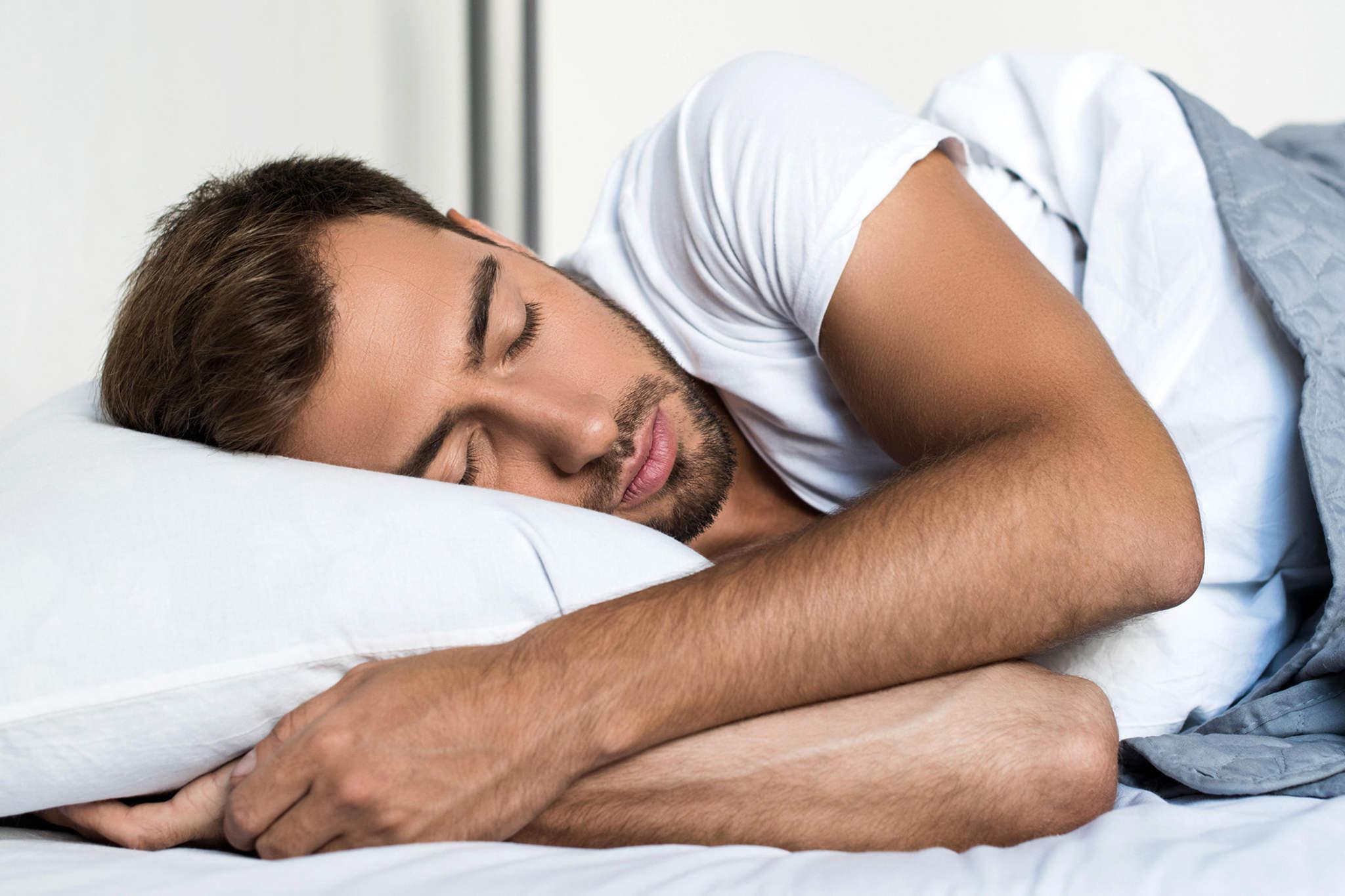 uyuyan adam, sağlıklı yaşam için yapılması gerekenler