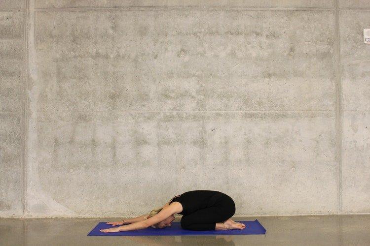 çocuk pozu, yoga nedir nasıl yapılır