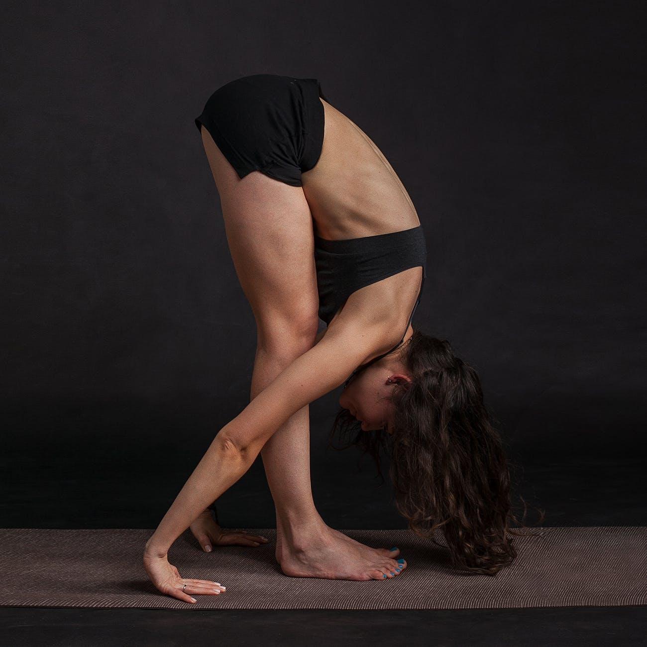 dik ileri eğim pozu, yoga nedir nasıl yapılır