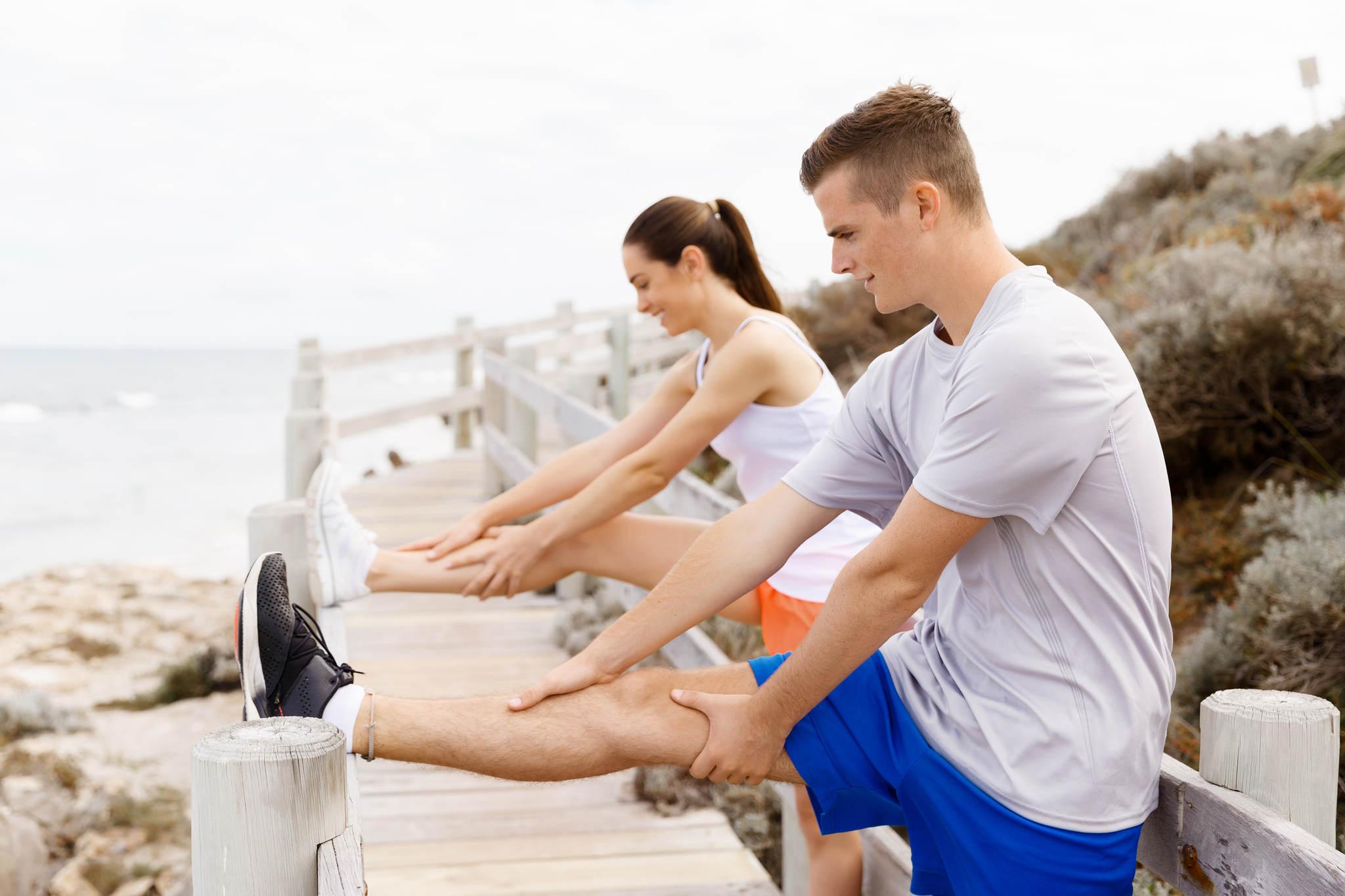 egzersiz yapan insanlar, romatizma ağrıları nasıl geçer