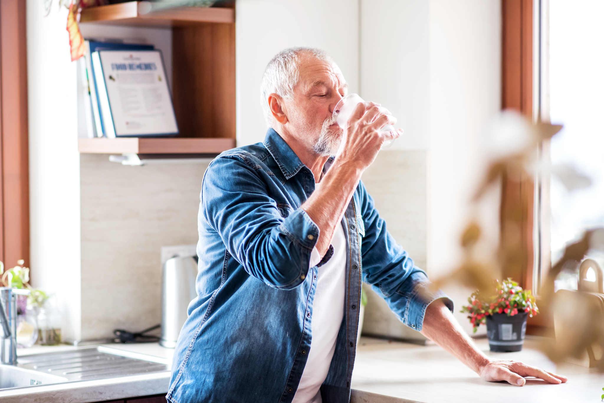 su içen yaşlı adam, ramazan diyeti nasıl yapılır