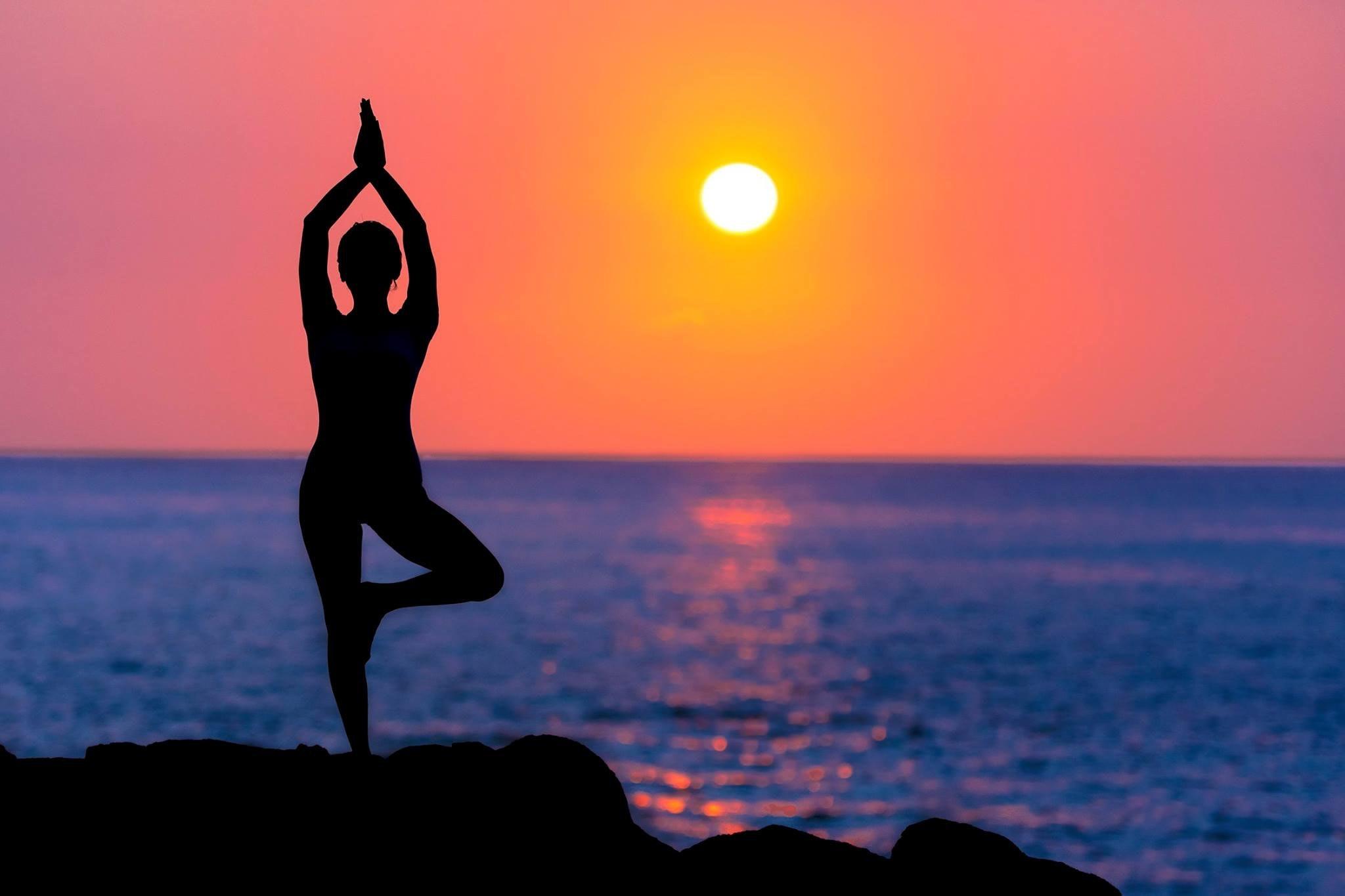gün batımında yoga, yoganın faydaları
